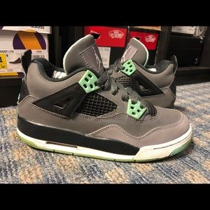 Air Jordan 4 Green Glow GS Size 4Y